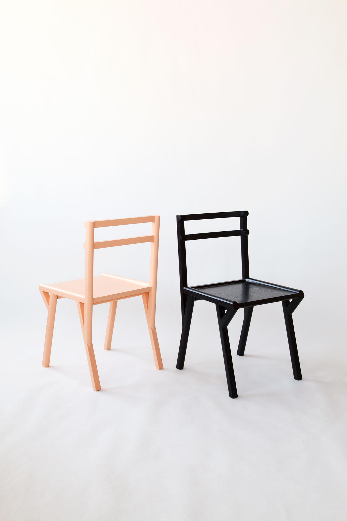 Attirant Half Moon Chair 1.